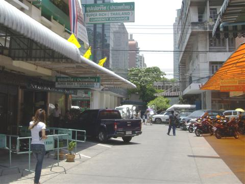 Superrich Thailand and Superrich Thailand 1965 are opposite each other. One is green and the other orange.