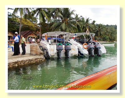 Kai Bae Hut speedboat berthing