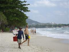 Chaweng beach with beach vendors