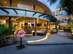 Novotel Phuket Karon Beach has a great swimming pool