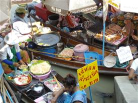 Cooking at the Amphawa floating market