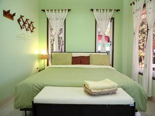 Neat and tidy little rooms at Amphawa