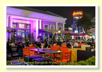 Outdoor eating at Asiatique the Riverfront Bangkok