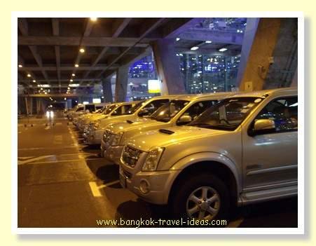 Airport transfer to Bangkok via AOT Limousine car