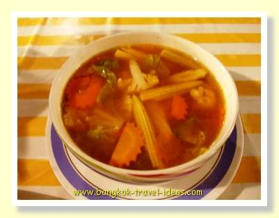 Spicey soup with vegetables and tamarind