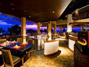 Centara Grand Resort Mirage Beach Hotel bar area