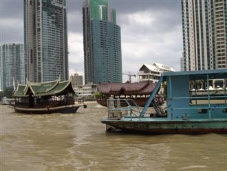 Chaophraya river boats bring passengers across the river