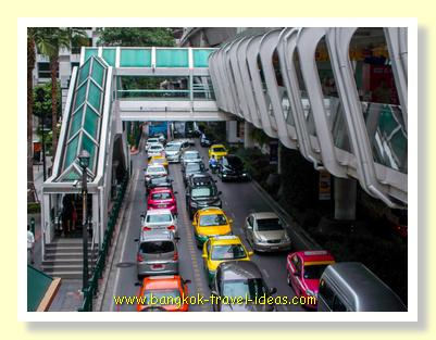 Skywalk at Ratchaprasong going to Chidlom