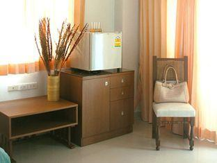 Clean and affordable room at the Ivory Suvarnabhumi Airport Hotel