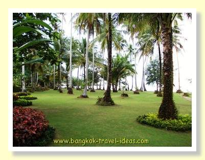 Dusita Resort grounds leading to the ocean