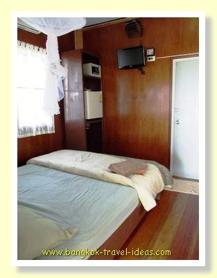 Dusita Resort cabin, compact and clean