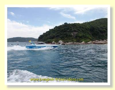 Speedboat passing the Koh Lan ferry