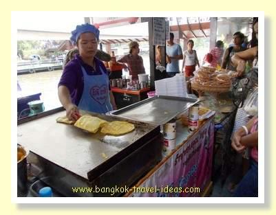 Food stalls at Kwan Riam Floating Market