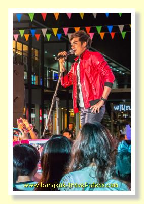 Entertainer at Paseo Mall Bangkok