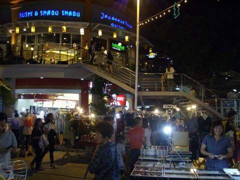 Paseo night market starts up around  mid afternoon, but if the rain comes they have to make a run for cover