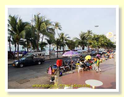 Beach Road Pattaya with street tables