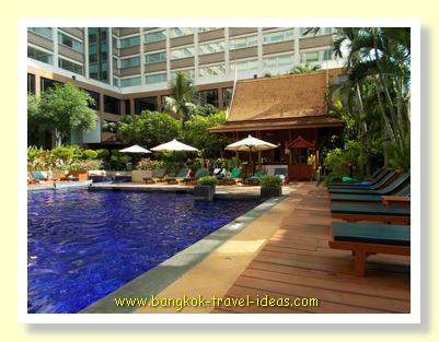 Swimming pool at the Ramada Plaza Menam