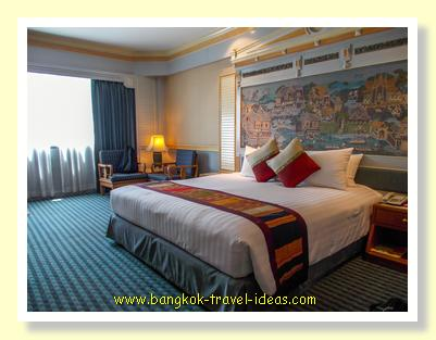 Ramada Plaza Menam bedroom overlooking the Chao Phraya River