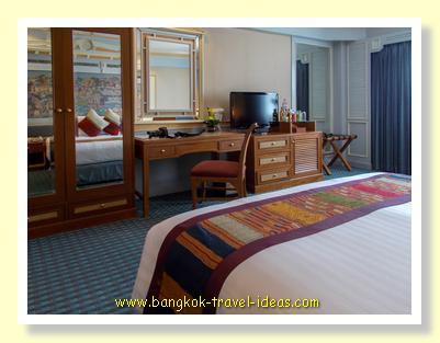 Bedroom at Ramada Menam
