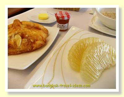 Thai Airways breakfast croissants and fresh fruits