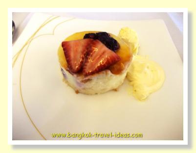 Thai Airways strawberry dessert