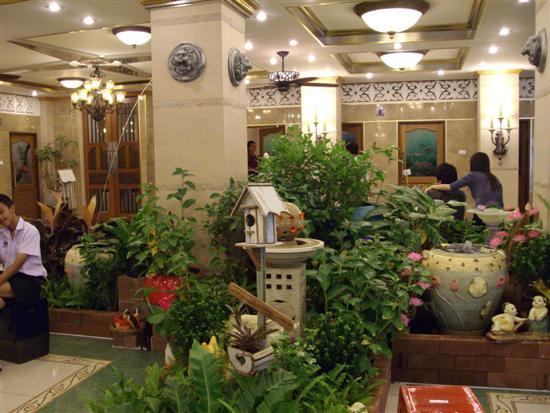 Wat Bang Phli Yai Nai plants in the 5 million Baht toilets
