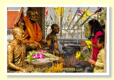 Saying a prayer at Wat Hua Lamphong