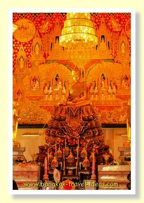 Inside Wat Hua Lamphong
