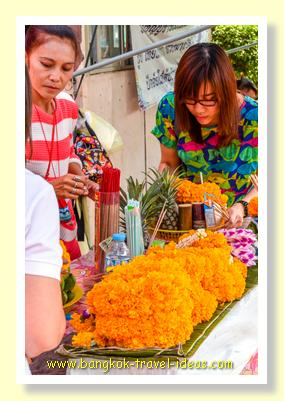 Flowers for sale at Wat Hua Lamphong Bangkok
