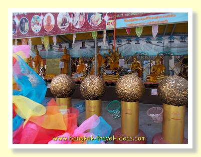 Golden balls at Wat Pasi Ekkamai 23
