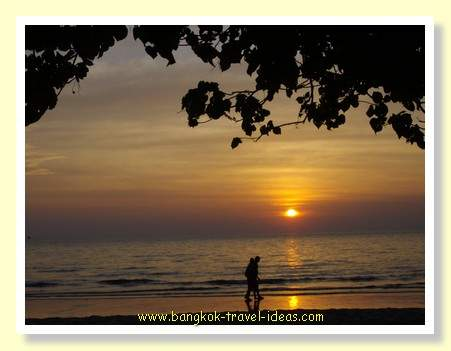 Thailand beach photo with sunset over the ocean