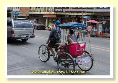 Bangkok sarmlor in the main street of Nonthaburi
