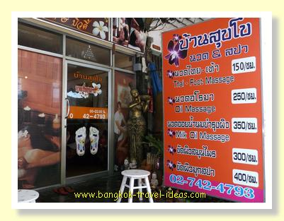 Massage price in Bangkok in this little Soi at On Nuch