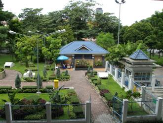 Bangkok park just in front of Wat Yannawa