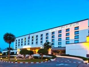 Dusit Princess next to the Seacon Square shopping mall