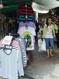 Street market selling t-shirts on Khaosan Road