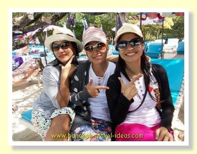 Koh Lan friends posing