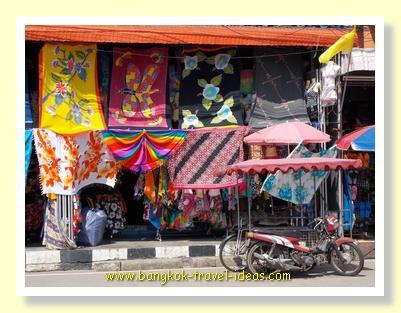 Market stalls in Ban Phe