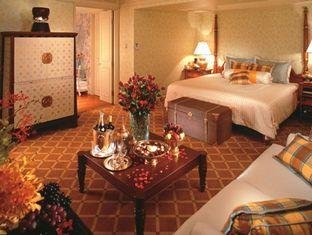 Bedroom suite at the Oriental Hotel on the banks of the Chaophyra River