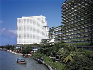 Located on the banks of the Chaophraya River in Bangkok you can take a Bangkok river cruise from this hotel