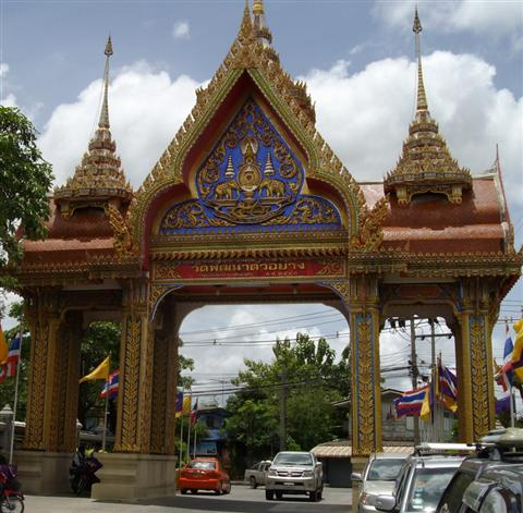 The inside of the front gate at Wat Bang Phli Yai Nai
