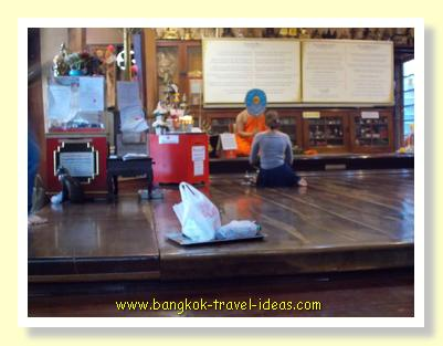 Monk blessing in Wat Pasi