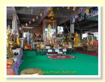 More merit making at Wat Pasi