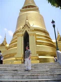 Wat Phra Kaew Golden Chedi is one of the famous temples in Thailand